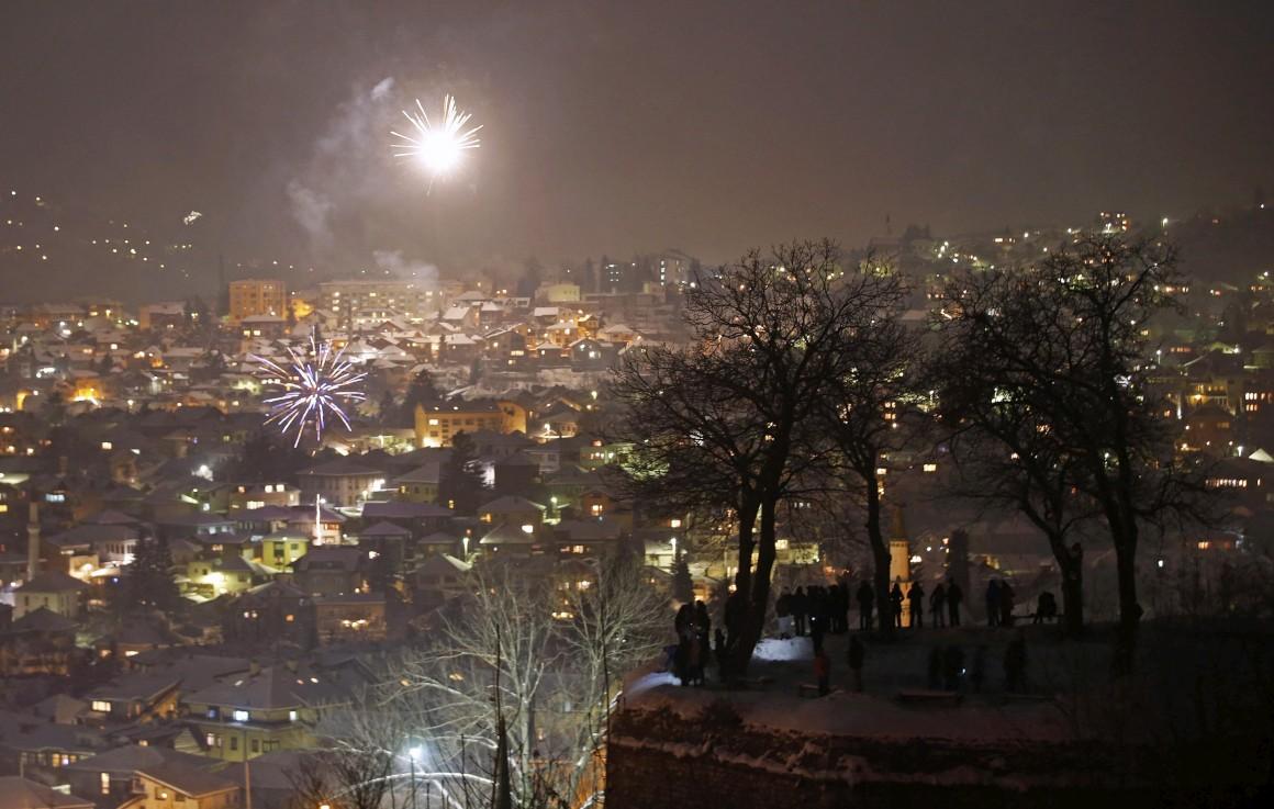 Ver o fogo de artifício em Sarajevo, Bósnia