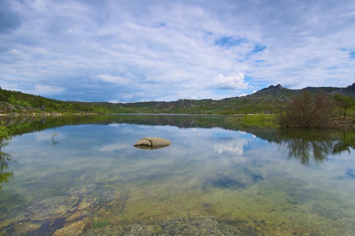 A beleza do Vale do Rossim varia ao ritmo das estações do ano. Durante o Verão converte-se na praia mais alta do país.