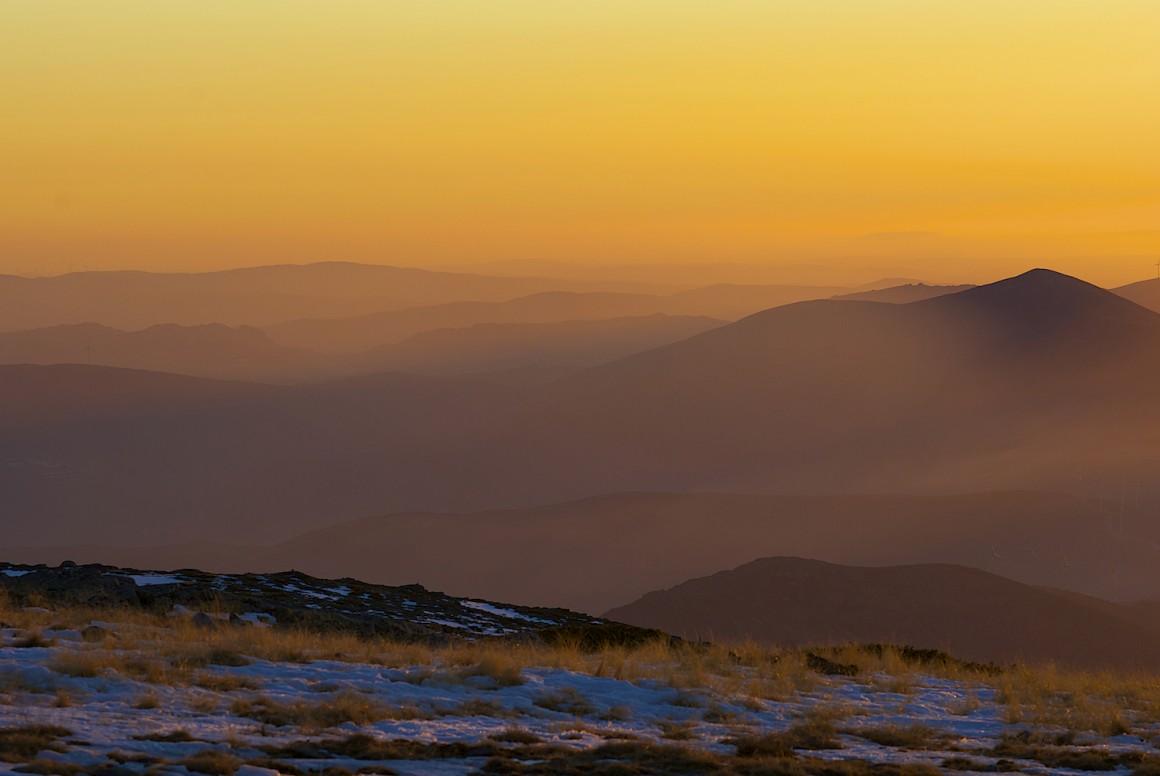 O magnífico fim da tarde do topo da Serra da Estrela num dia de Outono