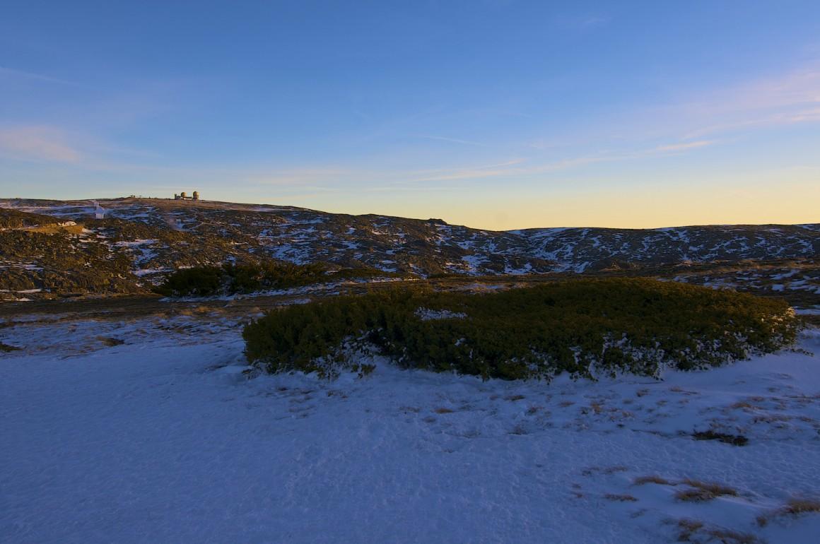 Uma visão diferente da Torre, o local mais alto da Serra da Estrela, após um nevão de Inverno