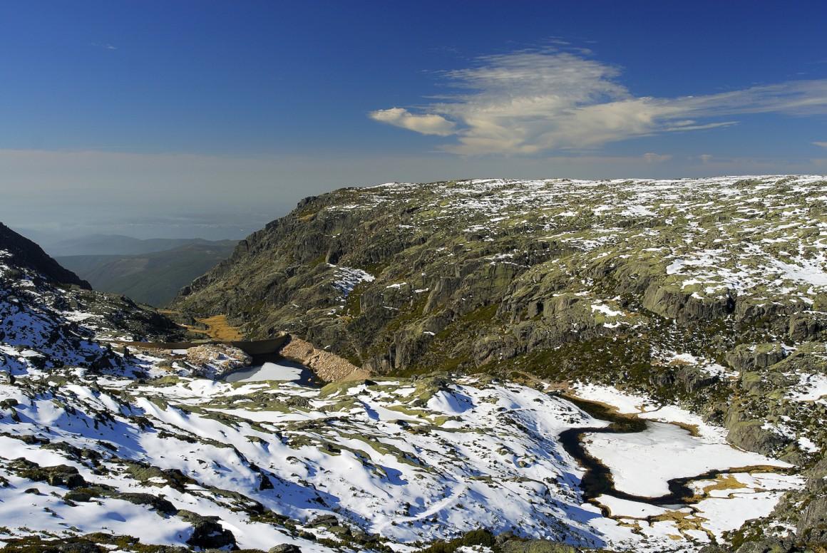 O expoente máximo da beleza do Parque Natural da Serra da Estrela pode ser contemplada após os nevões e em dias de céu limpo