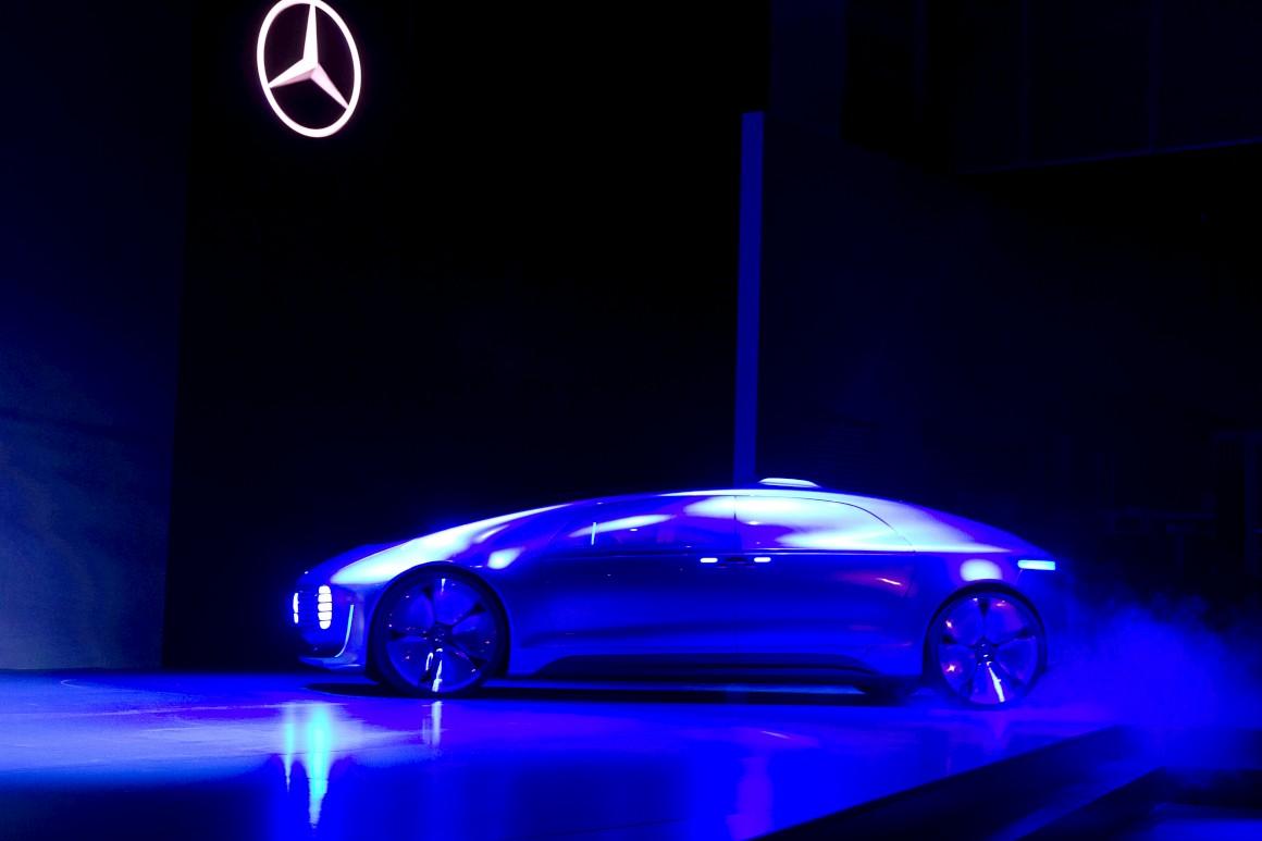 O Mercedes do futuro guia sozinho