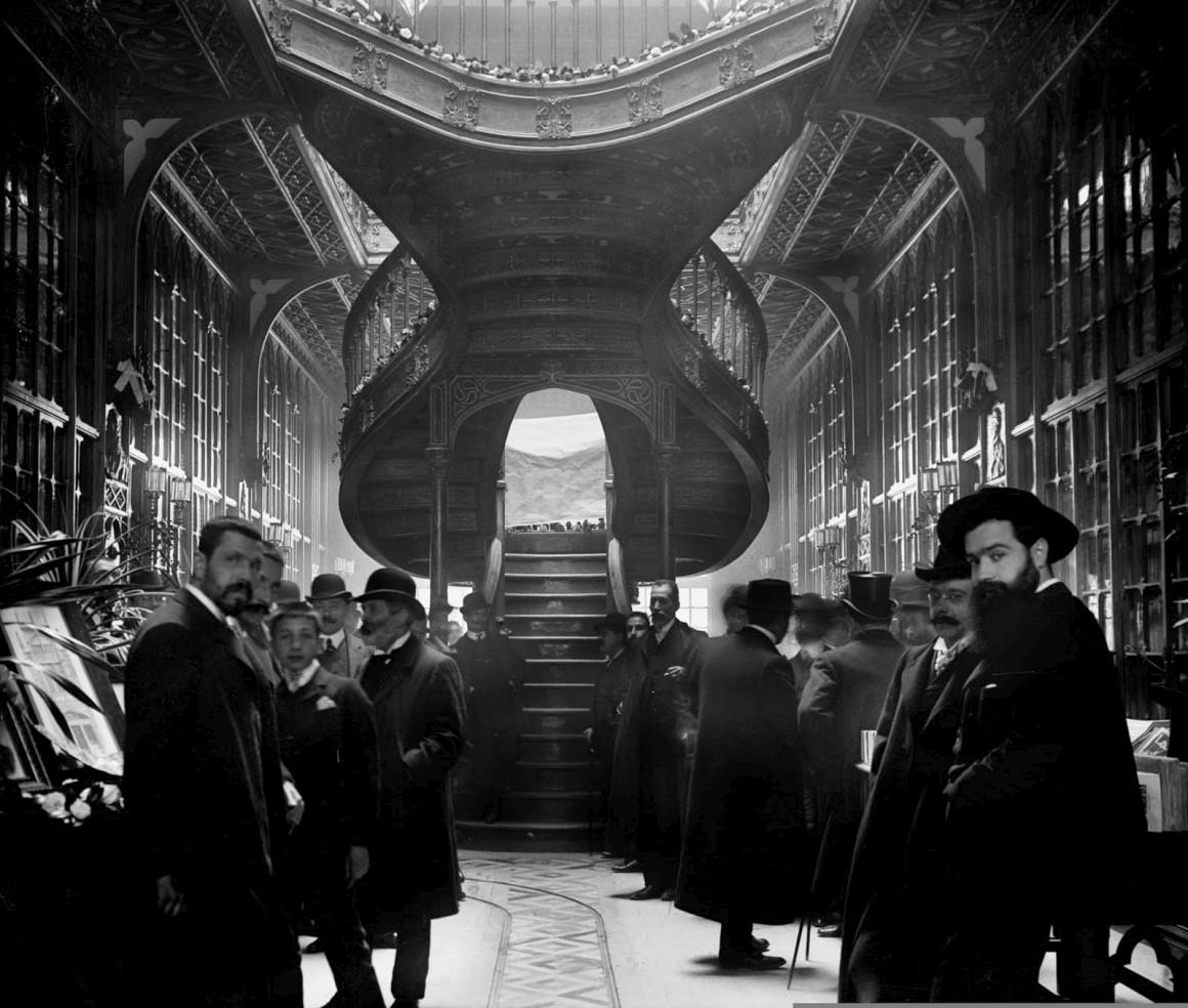 Inauguração da Livraria Lello a 13 de Janeiro de 1906. Uma fotografia de Aurélio da Paz dos Reis, integrada na exposição