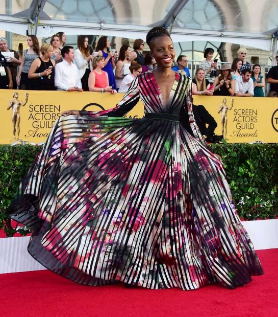 Lupita Nyong'o com um vestido Elie Saab