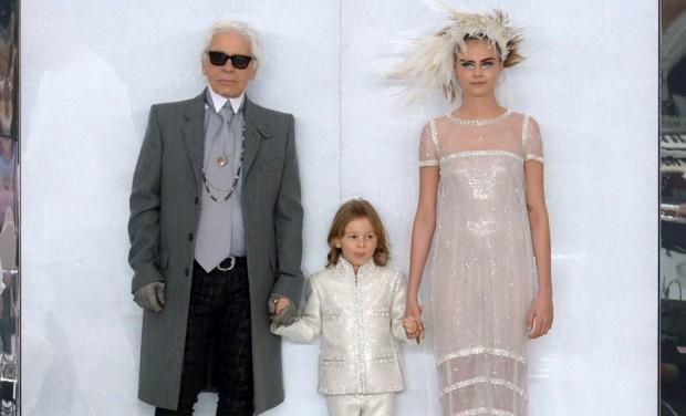 Karl Lagerfeld cria roupa para criança