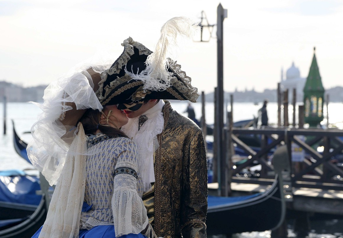Veneza + Carnaval = amor eterno