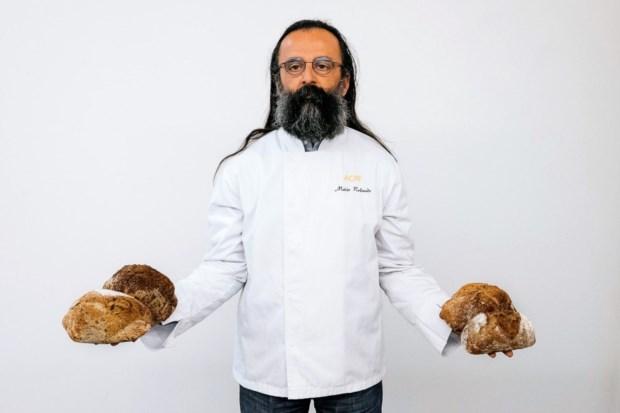 Mário Rolando, formador na Associação dos Cozinheiros, preparou uns pães especiais para os 25 anos do PÚBLICO: fermentaram durante 25 horas.