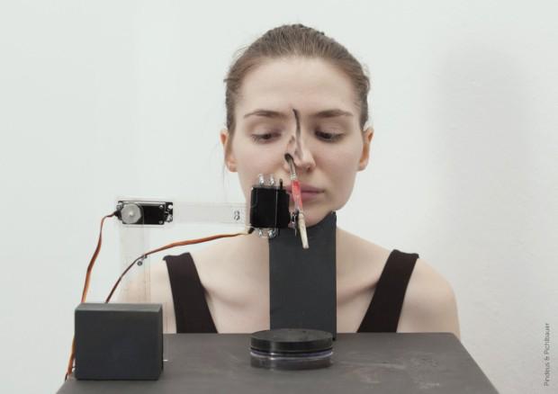 Agora pode ser maquilhada por um robot