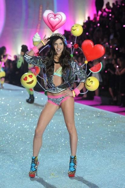 Sara Sampaio no desfile da Victoria's Secret de 2013