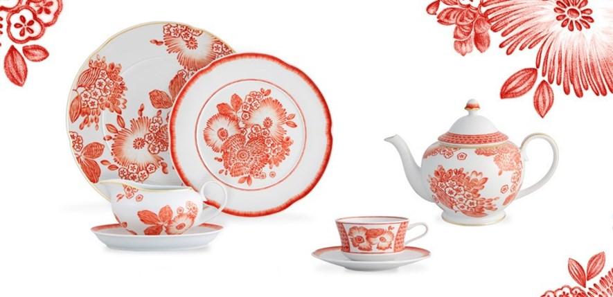 Oscar de La Renta vestiu as porcelanas da Vista Alegre de coral
