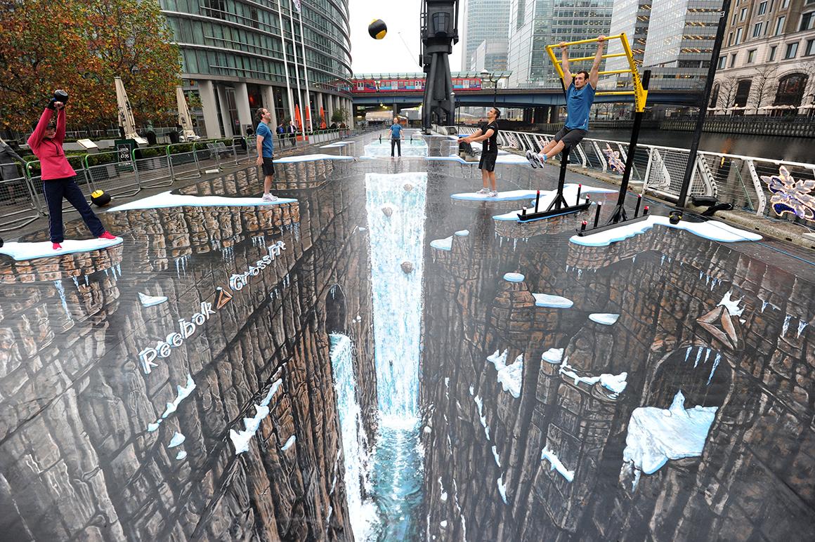 A maior pintura em três dimensões do mundo foi feita em Canary Wharf, Londres, e tinha 1120 metros quadrados. Foi pintada pelo artista britânico Joe Hill.