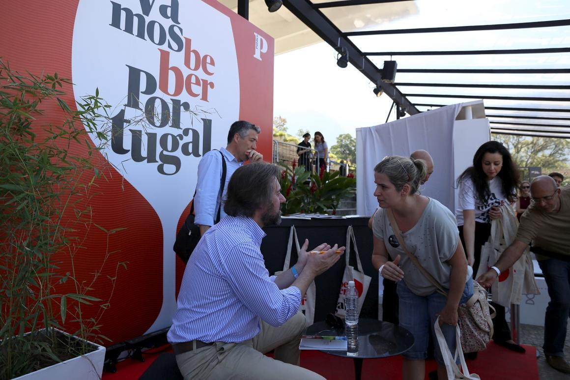 Rui Falcão em sessão de autógrafos