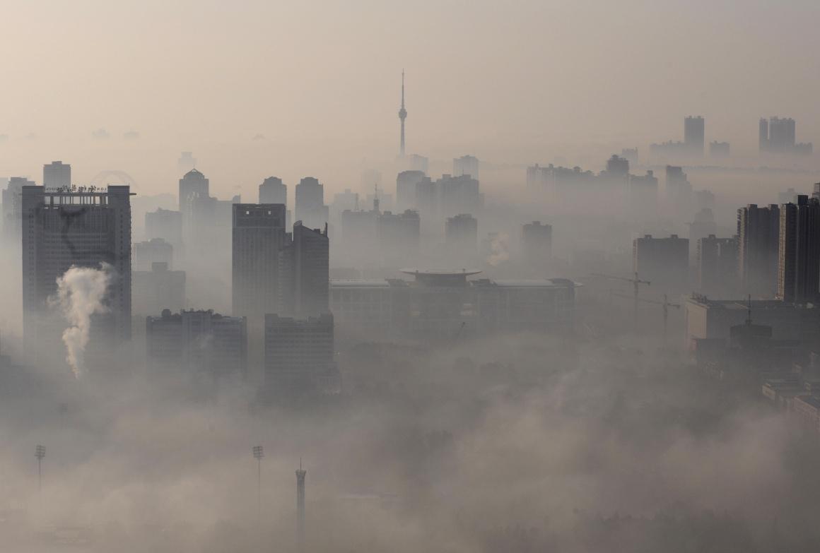 Nevoeiro cerrado em Wuhan, Hubei