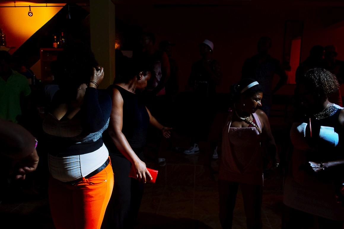 Kuduro na Discoteca Max Clube em Rabi