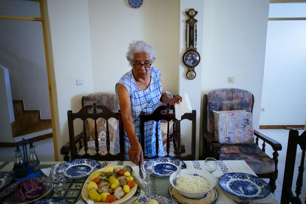 Joana dá conta dos últimos acertos na garoupa cozida