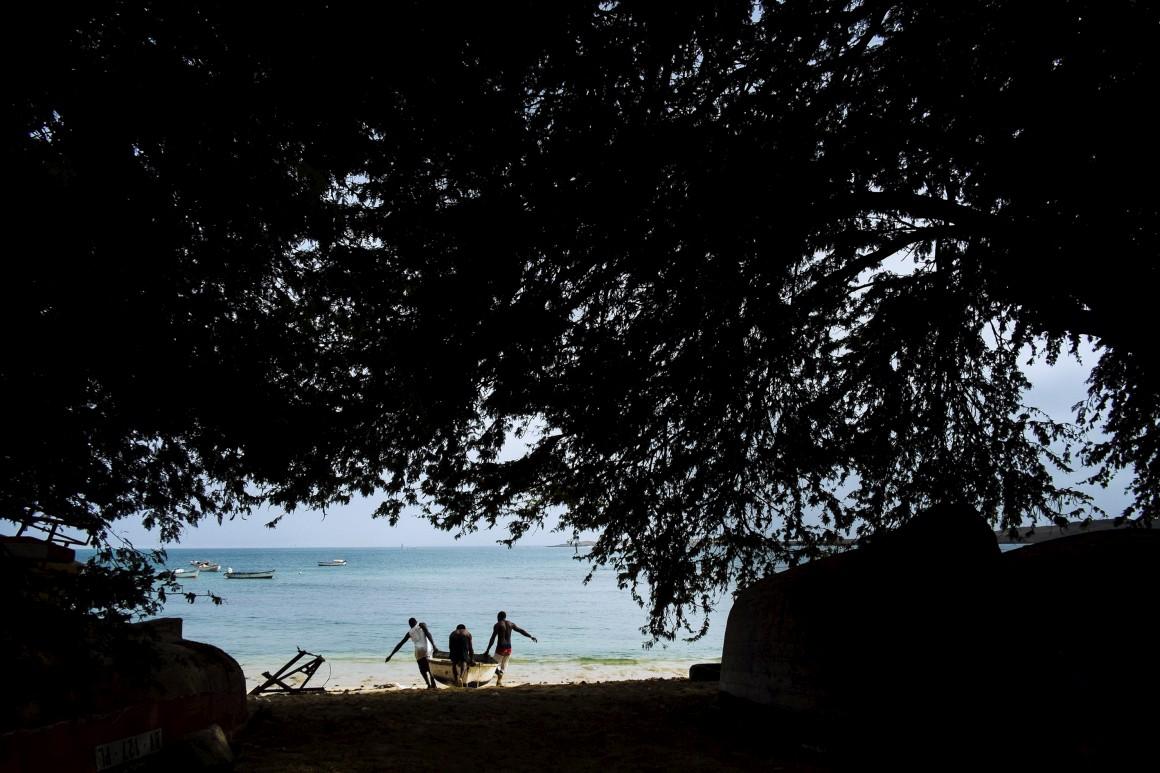 Na praia de Sal Rei