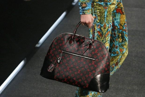 6b33f42efd3f2 As malas de luxo da Prada vão ser mais baratas - Life Style