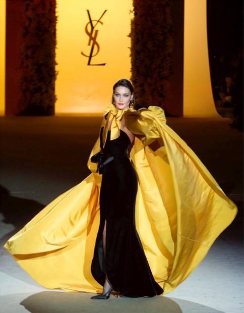 Yves Saint Laurent vai voltar a desenhar alta-costura