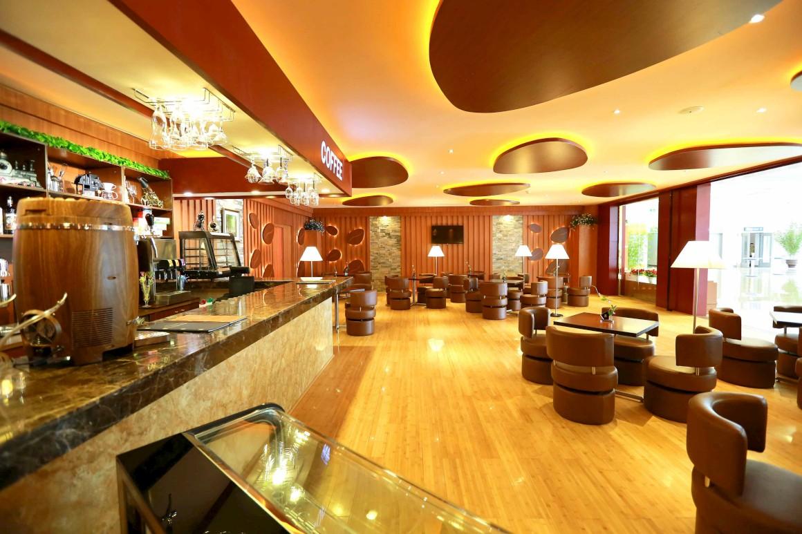 No novo terminal, café e bar