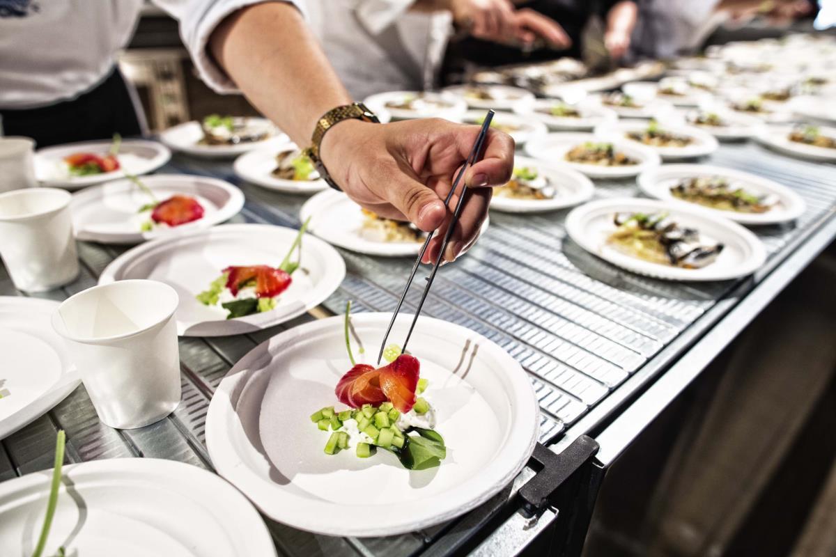 Empratamento do chef Vladimir Muhin no Al Meni, Rimini. Entrou directamente para o nº 24 da lista dos 50 Best Restaurants este ano com o White Rabbit.