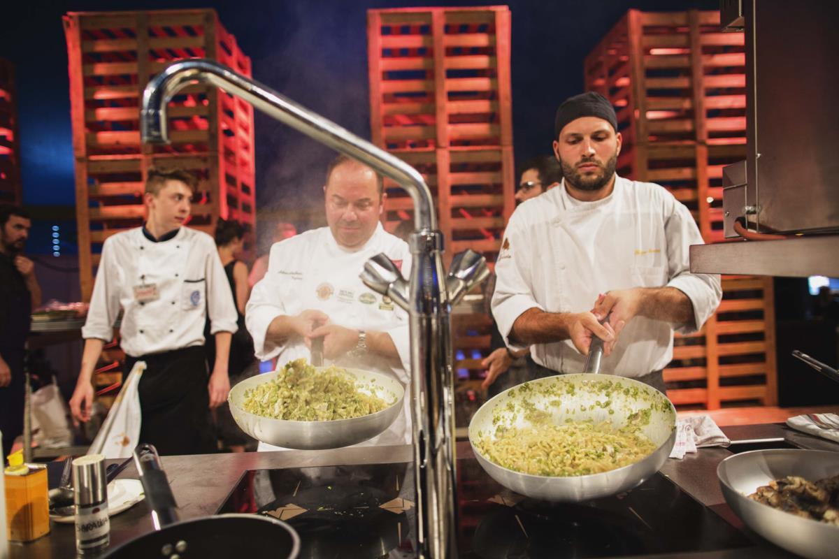 A cozinha italiana de Emilia Romagna no palco do Al Meni