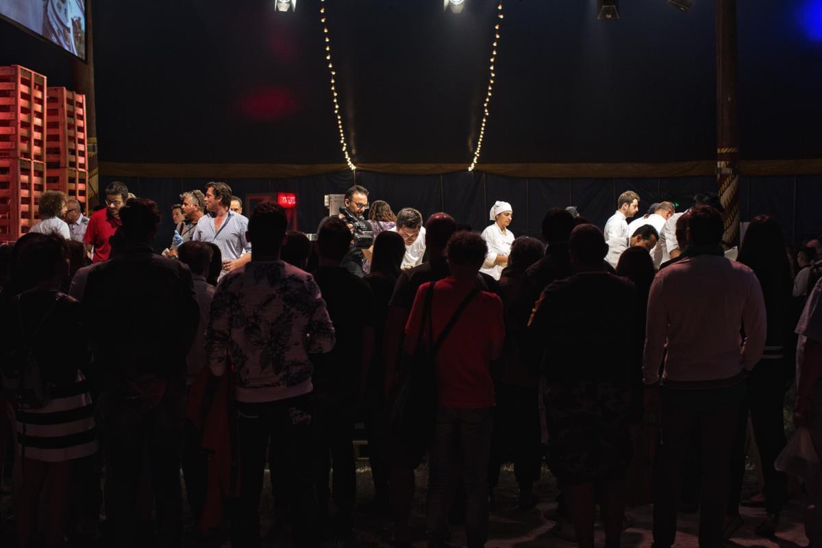 A azáfama no palco do festival