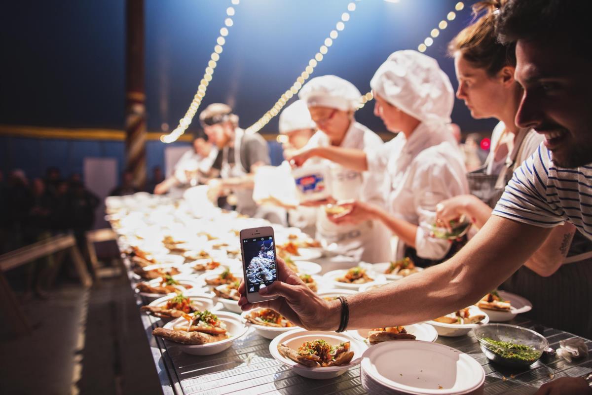 Saída do prato do chef Lee Tiernan no palco