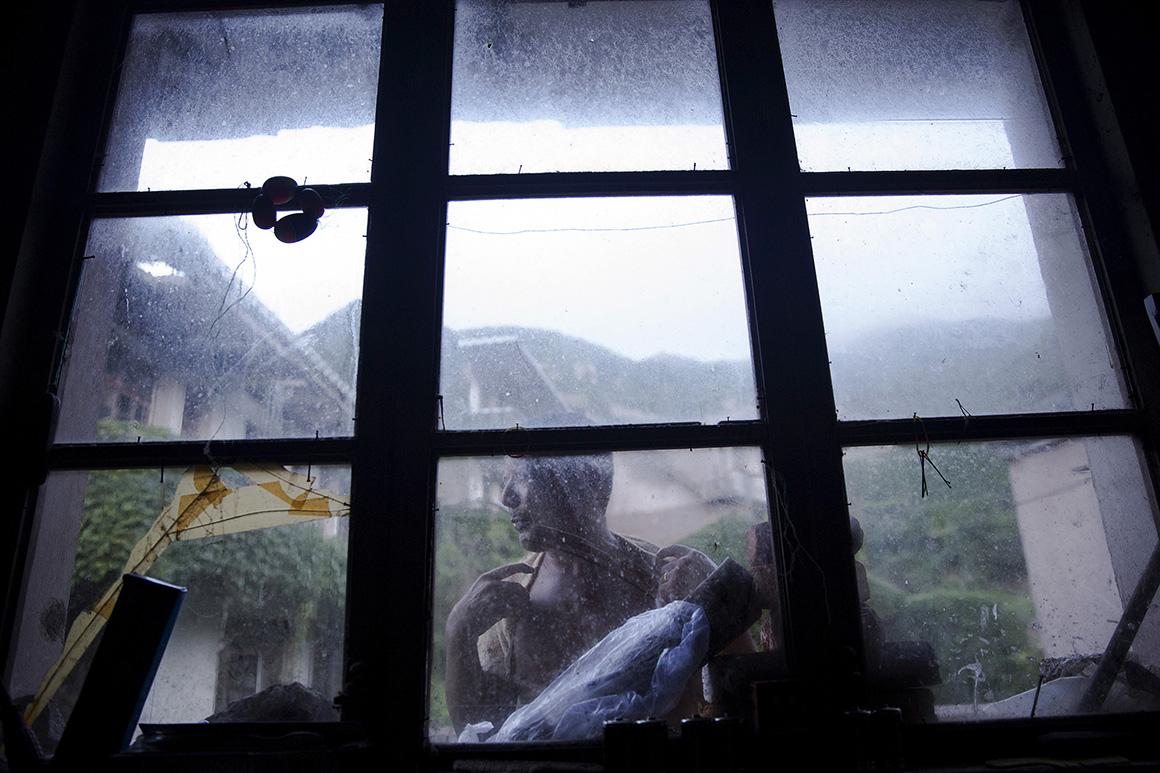 Sun Ayue é um dos poucos habitantes que resiste em Houtouwan