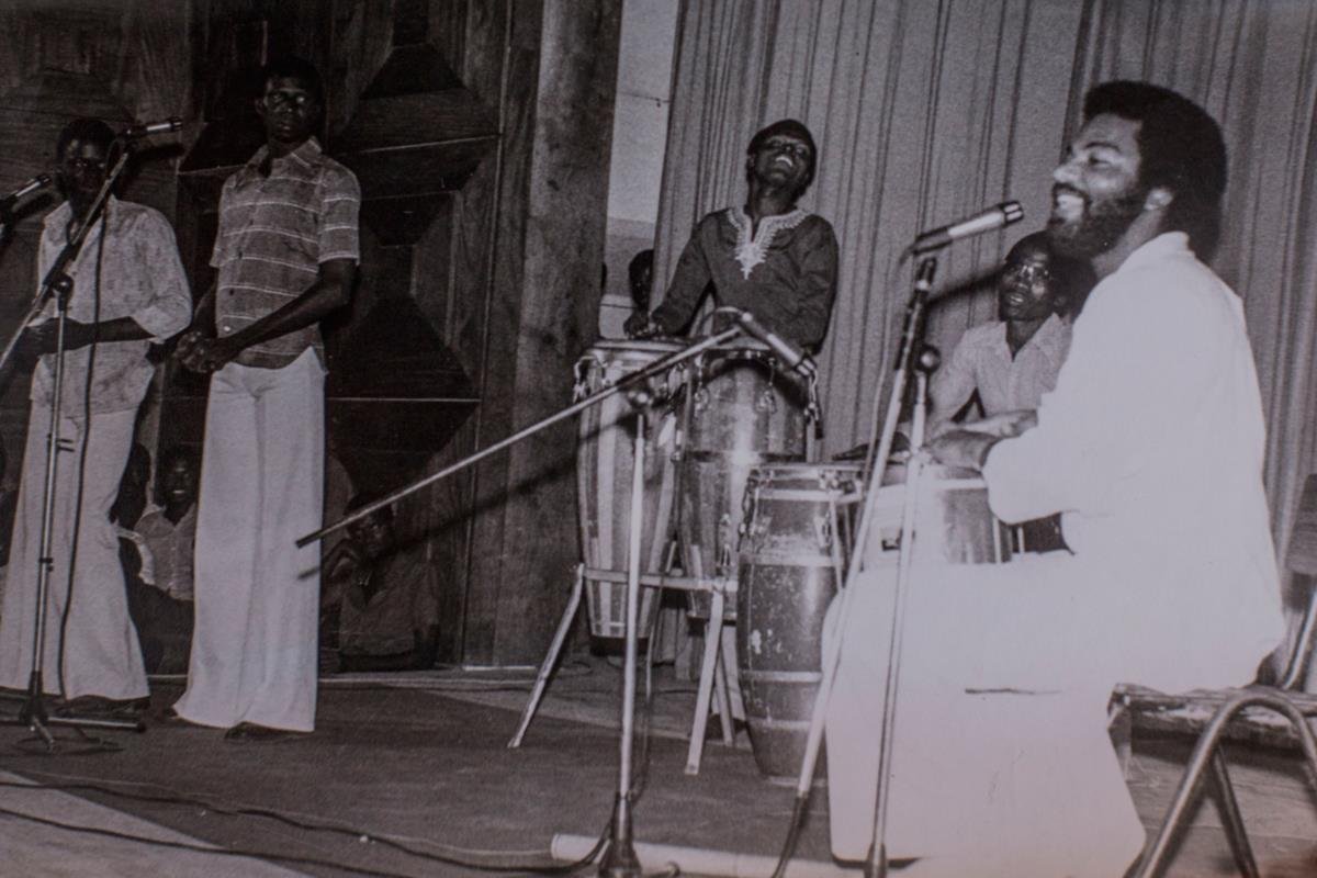 Em 1975, esteve nos Estados Unidos a tocar nos festejos do primeiro aniversário da independência da Guiné-Bissau