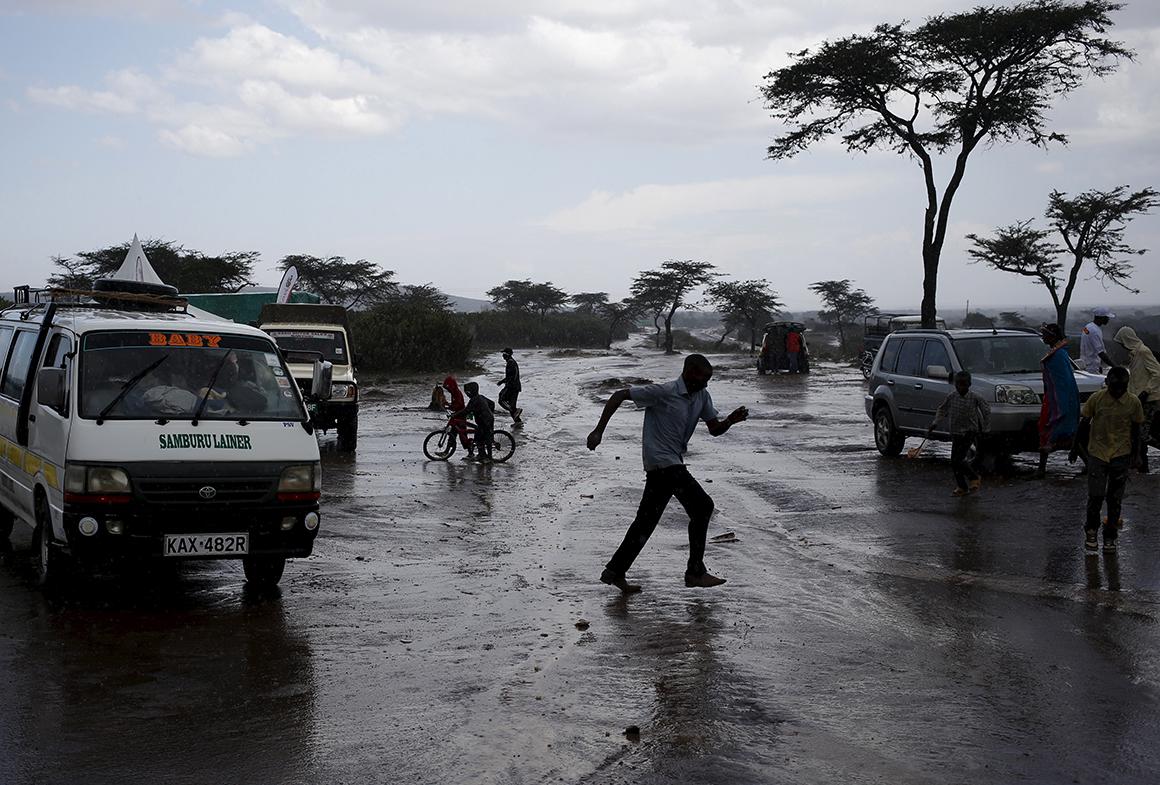 A chuva torrencial afasta os visitantes do festival