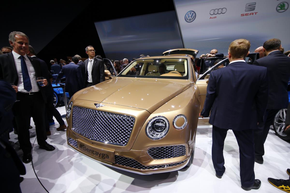 A Bentley estreia-se no segmento dos SUV com o Bentayga