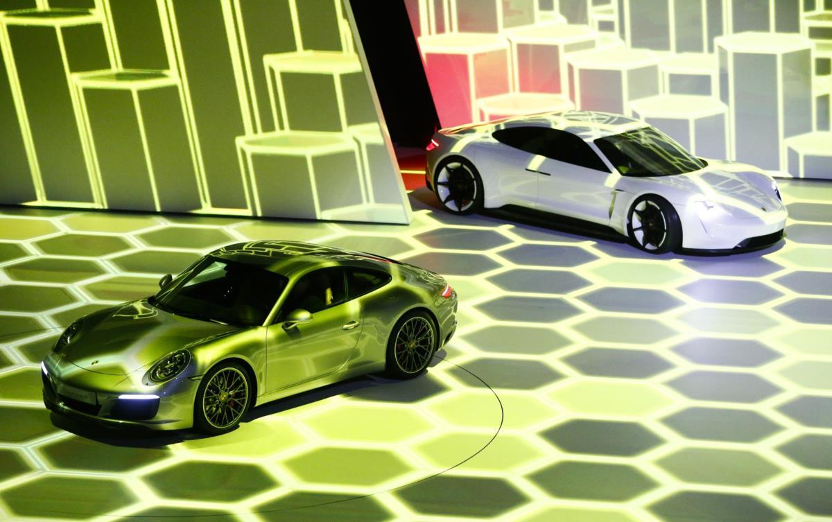 Porsche 911 Carrera S e o concept Mission E