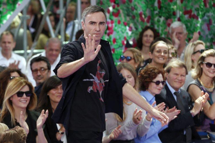 O designer belga Raf Simons abandonou a Dior