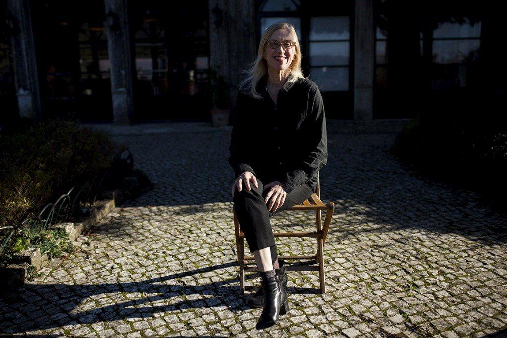 """Valerie Steele: a moda nos museus """"dá mais trabalho do que pôr uma pintura numa parede"""""""
