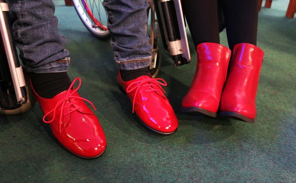 Calçado para pessoas com paralisia cerebral assinala Dia Internacional das Pessoas com Deficiência