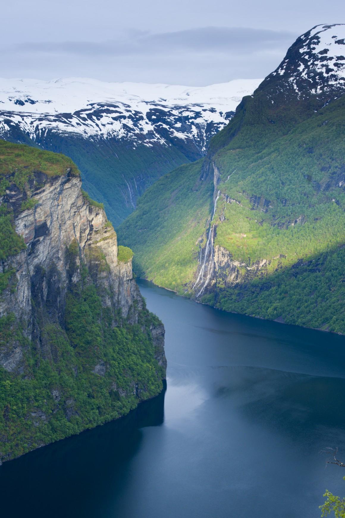 NORUEGA. Catarata Geirangerfjord e Seven Sisters