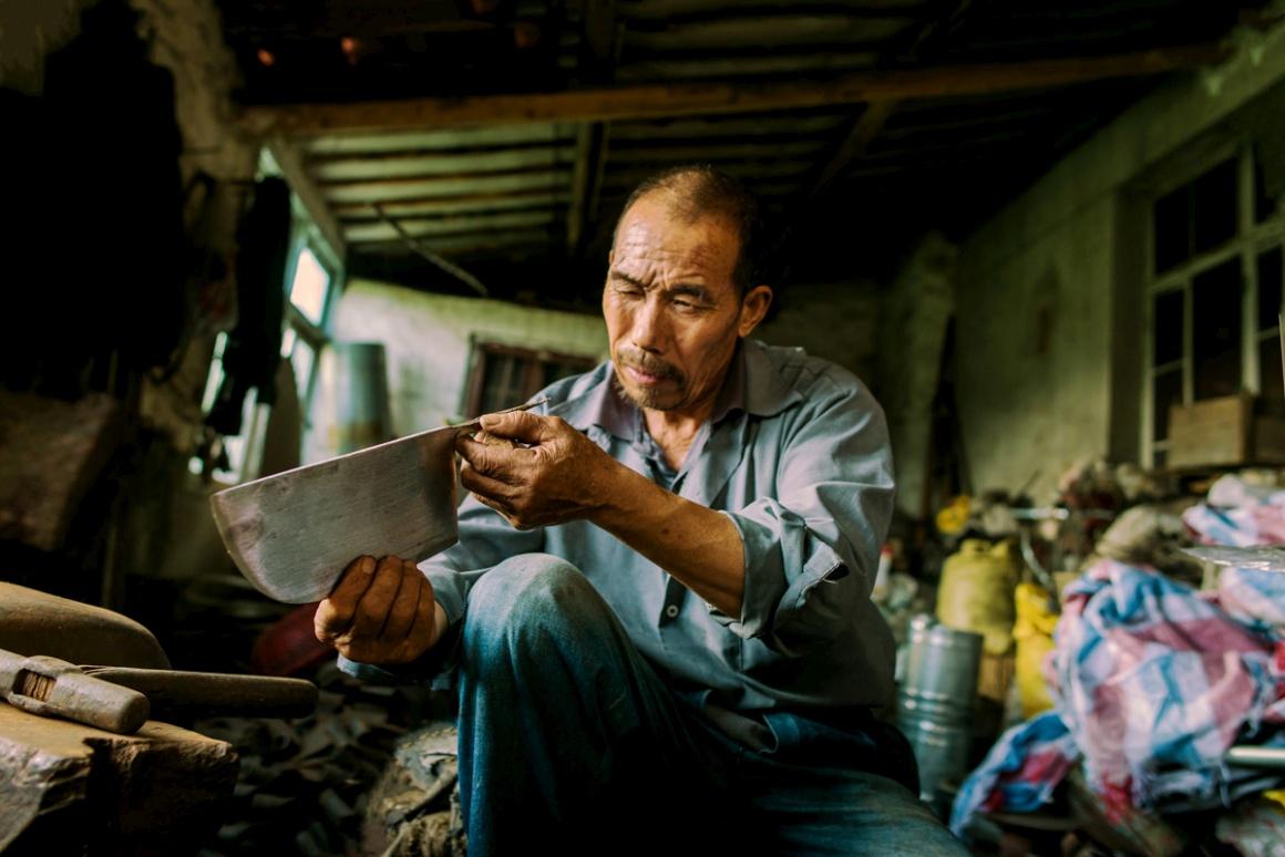 Novo Talento: Cultura de Rua. Vencedor Zhu Jingyi (China). Um ferreiro de Jiangsu, China