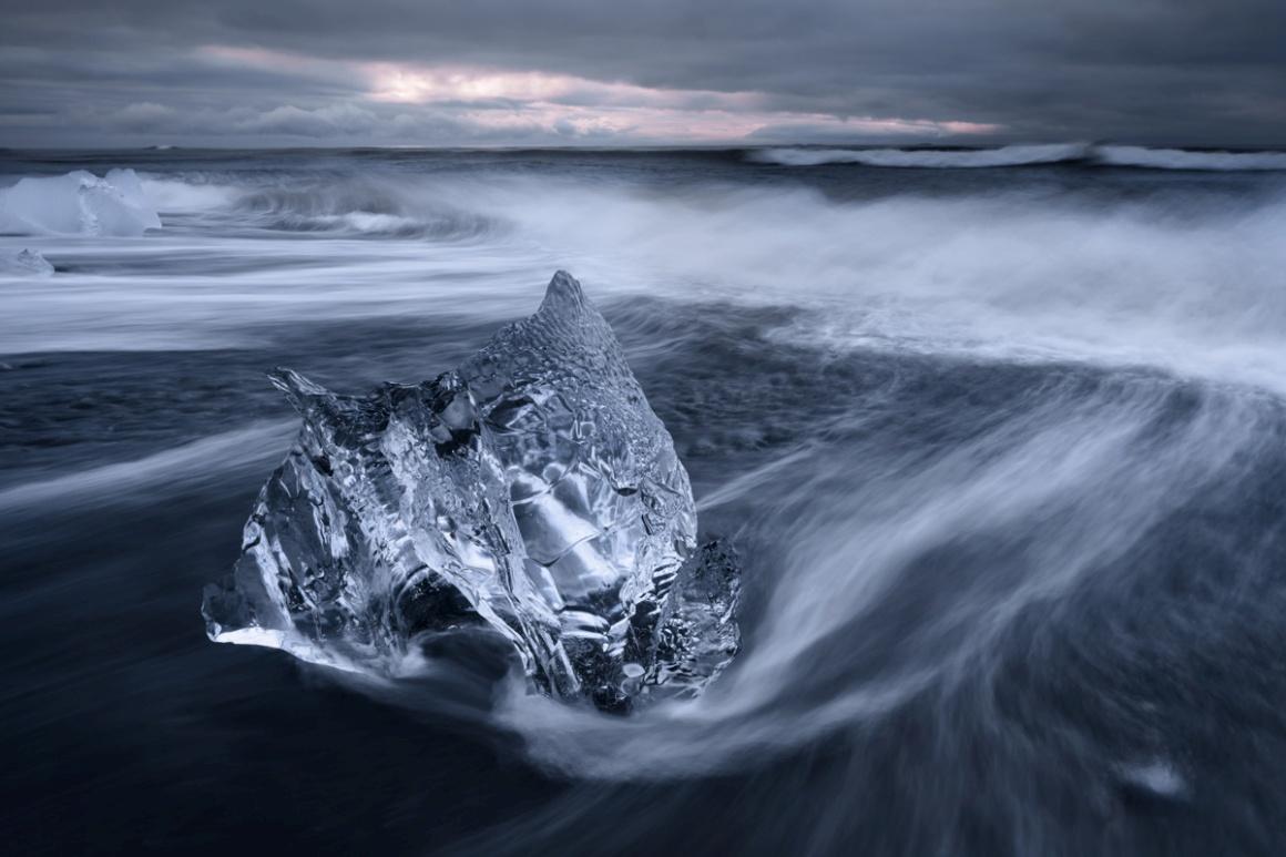 Jovem Fotógrafo 15-18. Vencedo Spencer Cox, EUA (18 anos).  Na imagem: praia de Jökulsárlón , Islândia