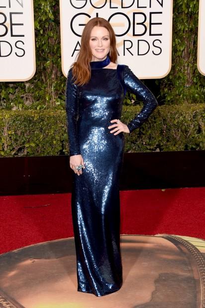 Julianne Moore escolheu um vestido justo com lantejoulas Tom Ford