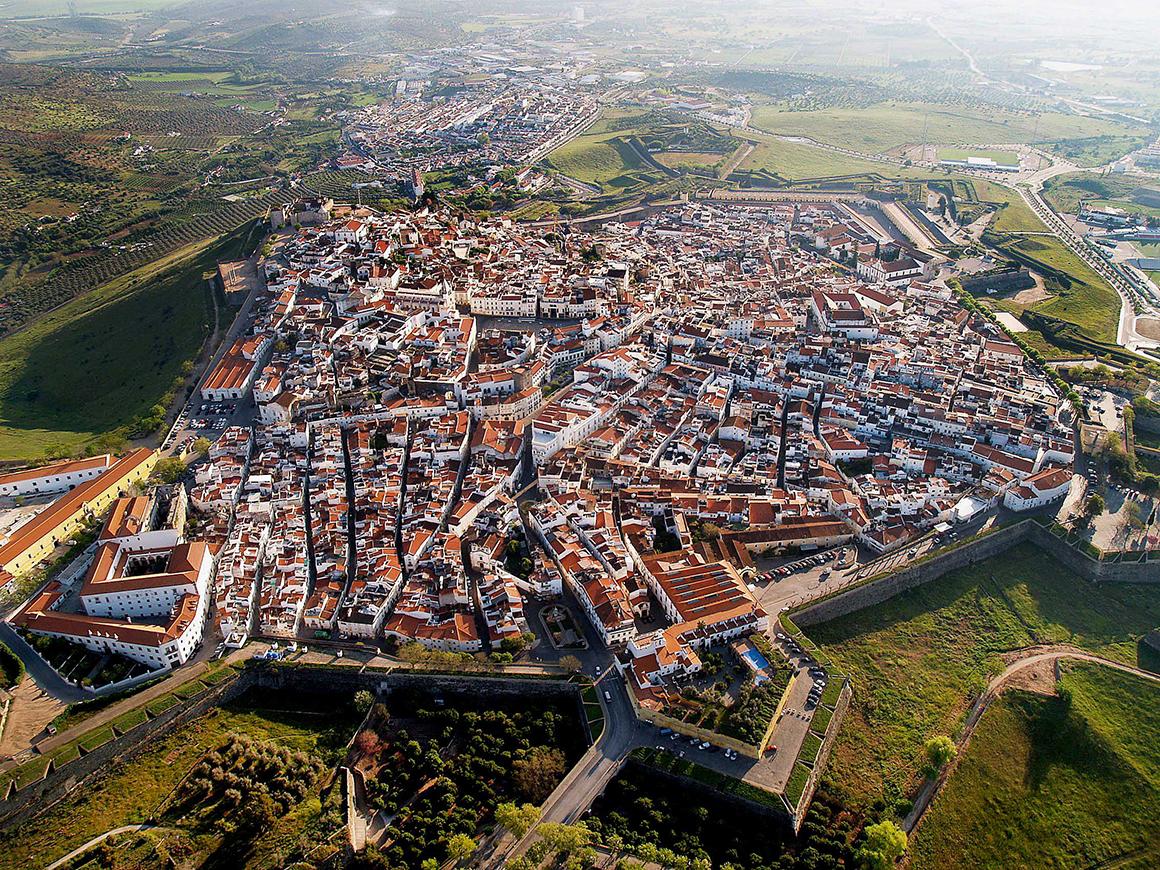 Elvas, classificada como Património da Humanidade pela UNESCO, é uma das cidades alentejanas destacadas