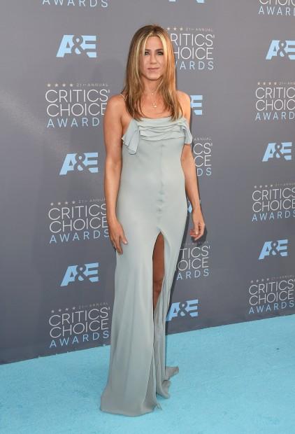 A actriz Jennifer Aniston em Saint Laurent