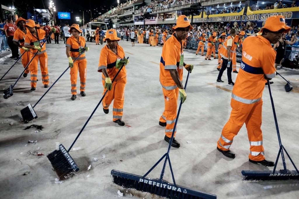Limpezas após após o desfile no Sambódromo, Rio de Janeiro