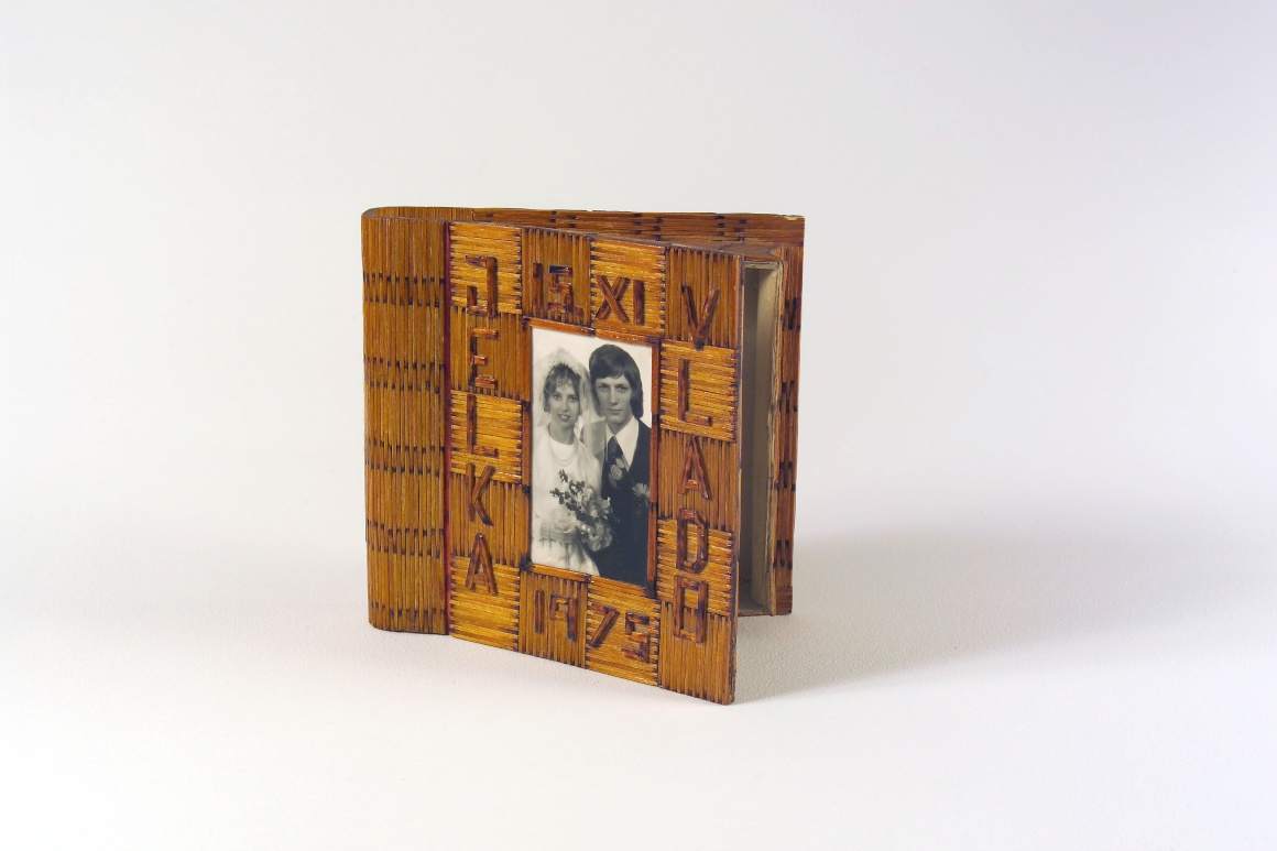 Uma caixa da Eslovénia, Maribor, feita por Vlado nos anos 70 depois do seu casamento quando estava no exército.