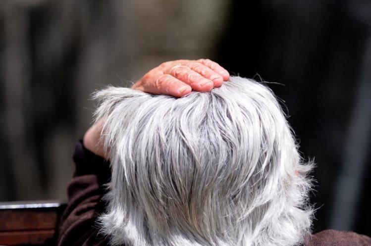 Há um gene responsável pelos cabelos brancos