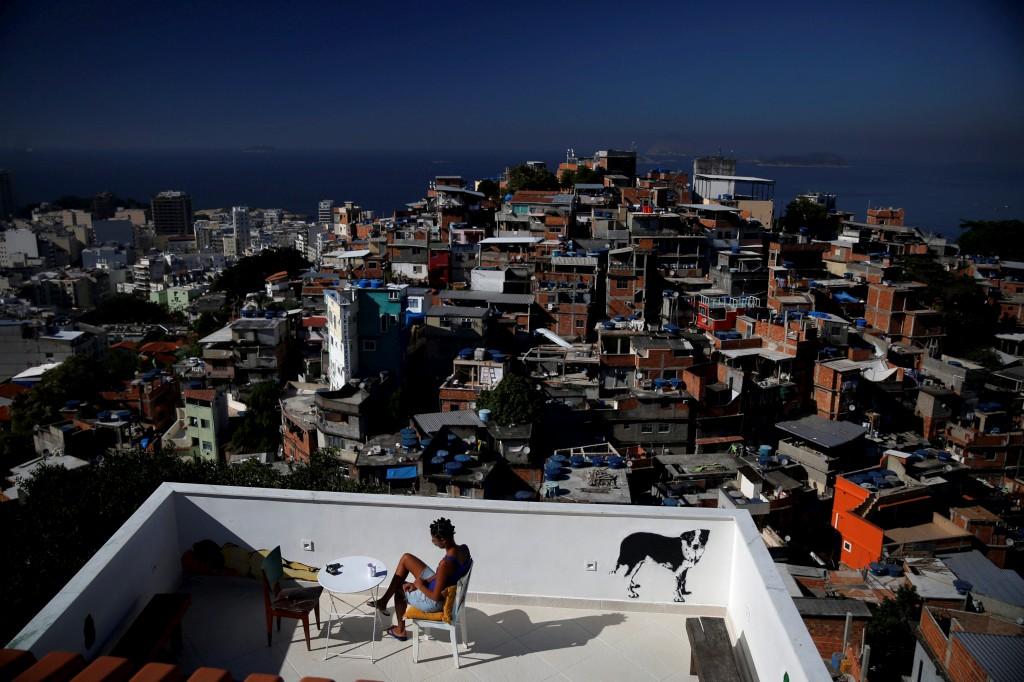 Terraço do Tiki hostel na favela Cantagalo