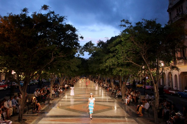 A colecção cruise 2017 desfilou no Passeio do Prado, em Havana