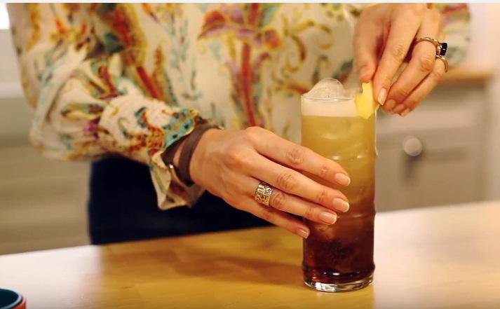 O cocktail Long Island Ice Tea por Isabel Costa