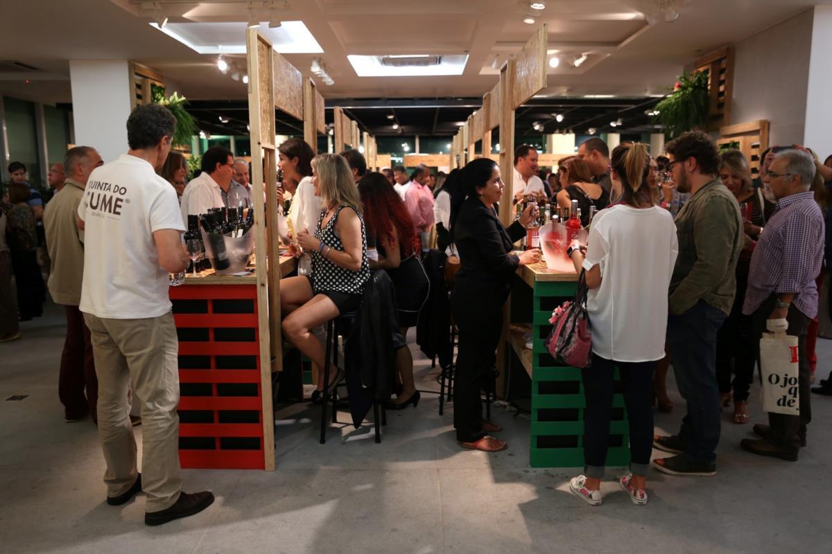 Jovens e mais informados, os brasileiros procuram o vinho português