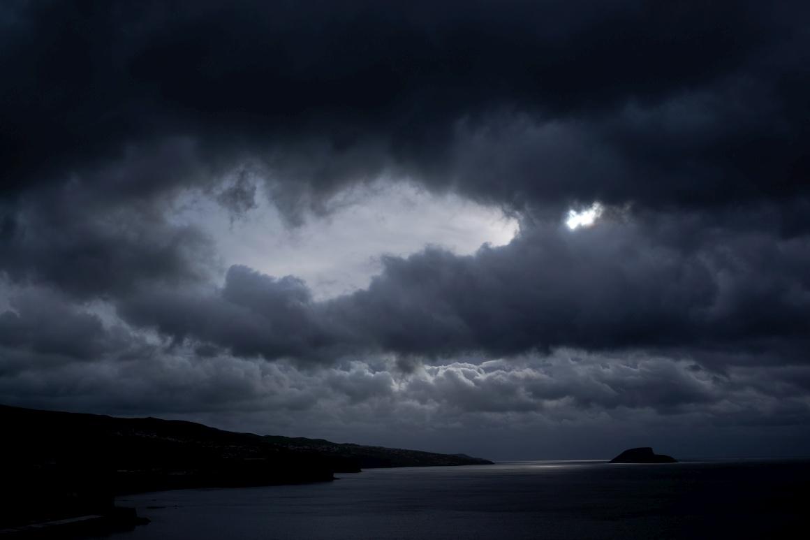 AÇORES - Terceira, vista para Angra do Monte Brasil