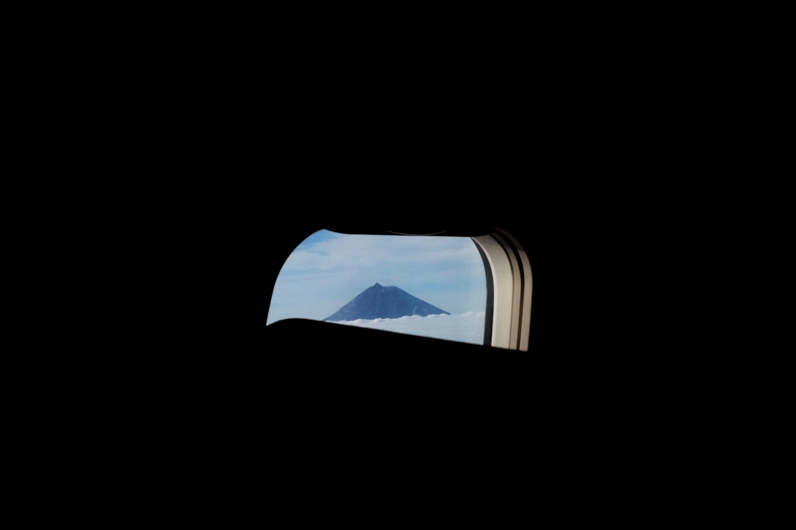 AÇORES - O Pico visto da janela do avião a chegar à Horta